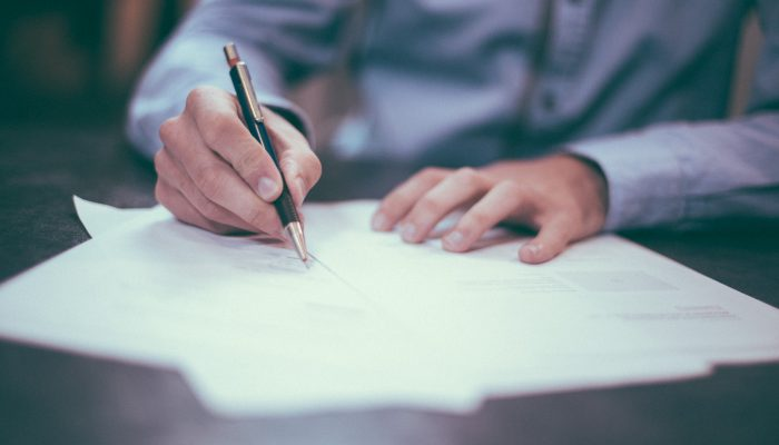 Bu makalemizde boşanma dilekçesi örneği yer almaktadır. Boşanma davası da her dava gibi dilekçe ile açılır. Adana boşanma avukatı, boşanma örnek dilekçe