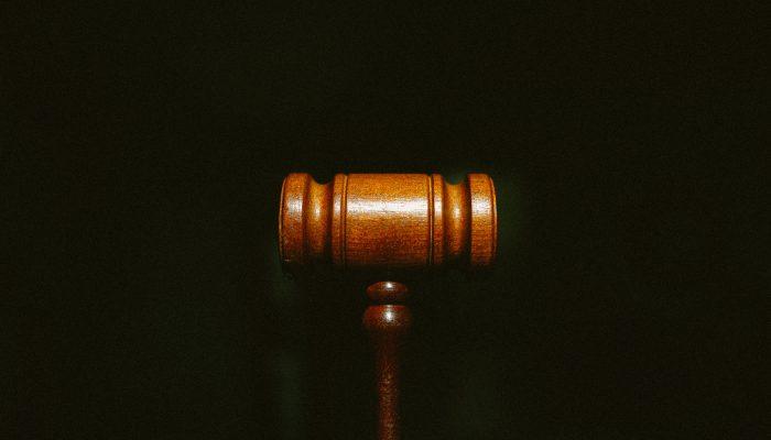 ceza yargılamalarındaki beraat hükümlerinin idari mahkemeler tarafından dikkate alınmaması nedeniyle masumiyet karinesi ihlal edilmiştir, anayasa mahkemesi